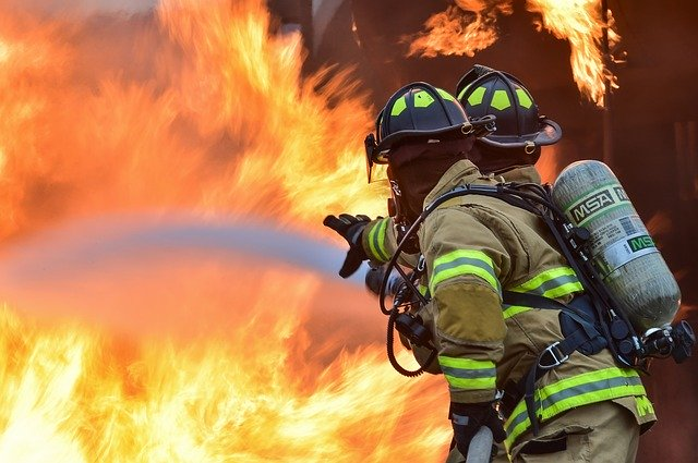 firefighters 1717916 640