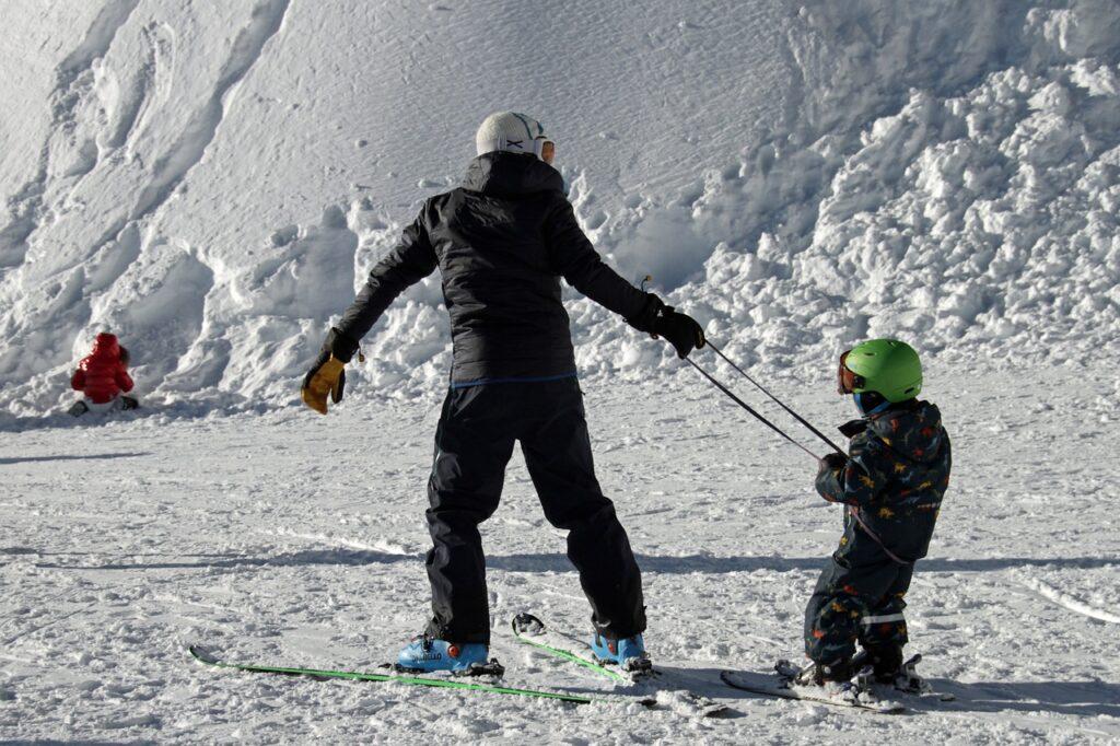 skiing 4873919 1280 3